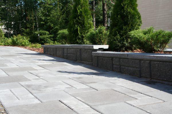 betonilaattapolku